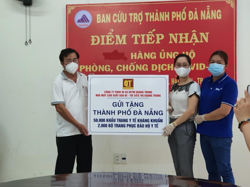 50.000 khẩu trang  và 2.000 bô trang phục bảo hộ y tế đến với người dân Đà Nẵng